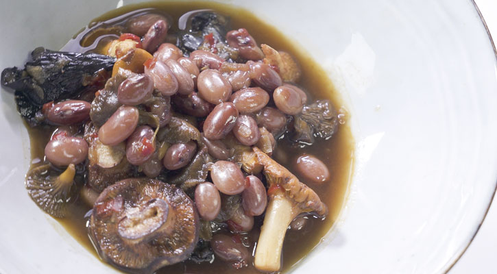 Beans with autumn mushrooms - Gastroactitude.  Passion for food