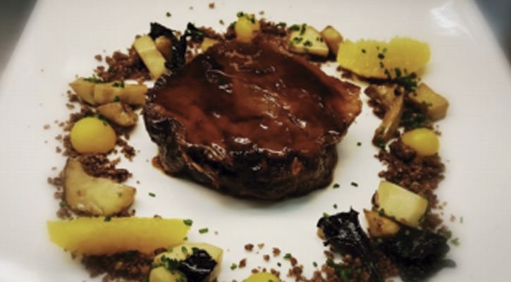 Beef fricando with black vermouth, ??  land ??  of black olives, mushrooms and orange - Gastroactitud.  Passion for food