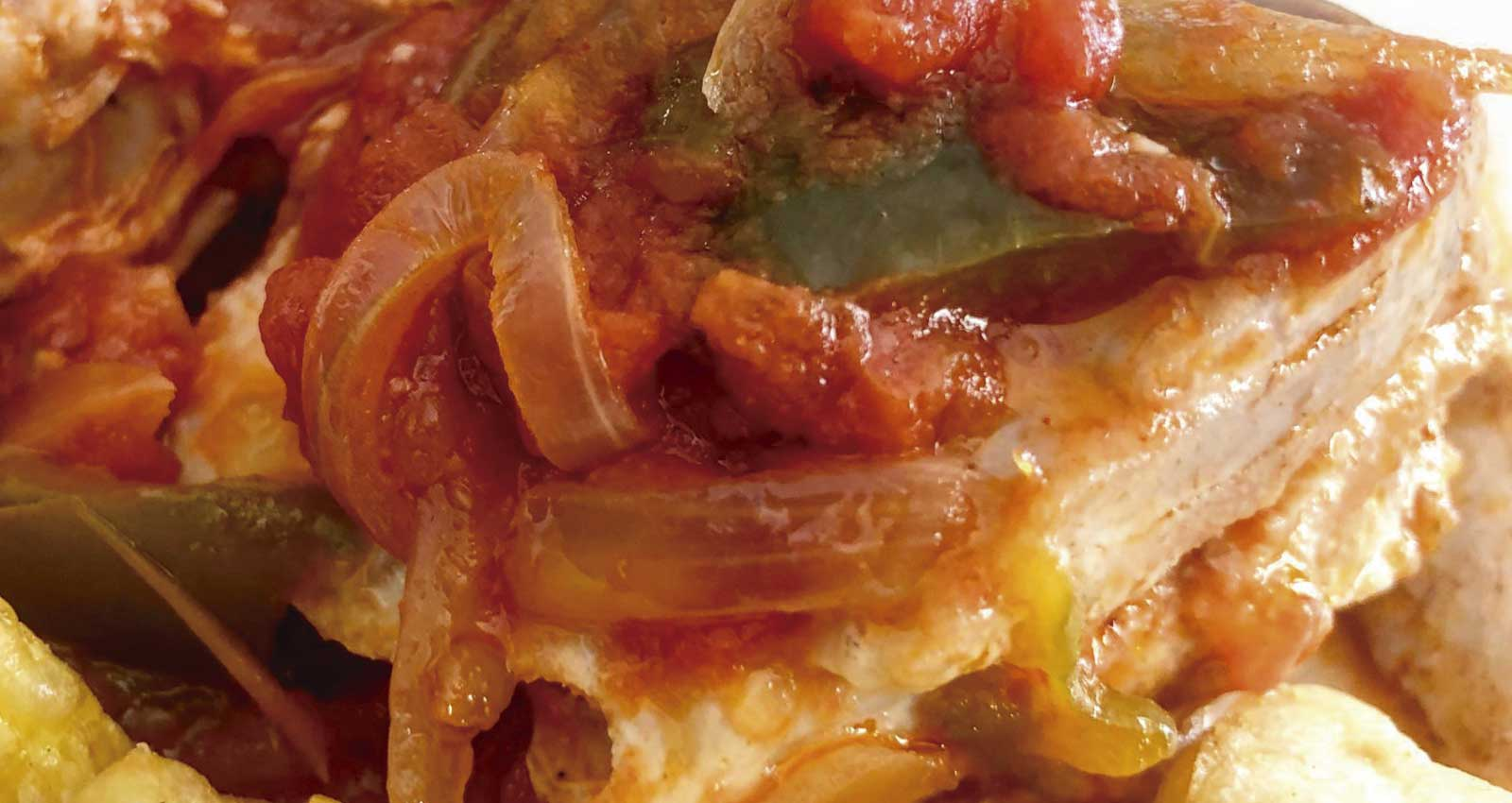 Bonito with tomatoes and peppers - Gastroactitud.  Passion for food