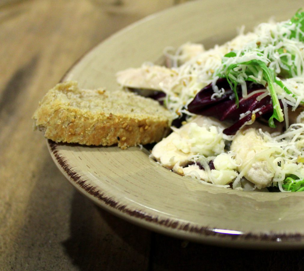 Chicken and rye salad with rye bread 3