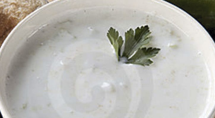 Cold soup of cucumbers and yogurt - Gastroactitud.  Passion for food