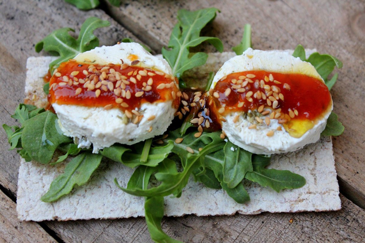 Toast with cheese with olives and tomato jam-5