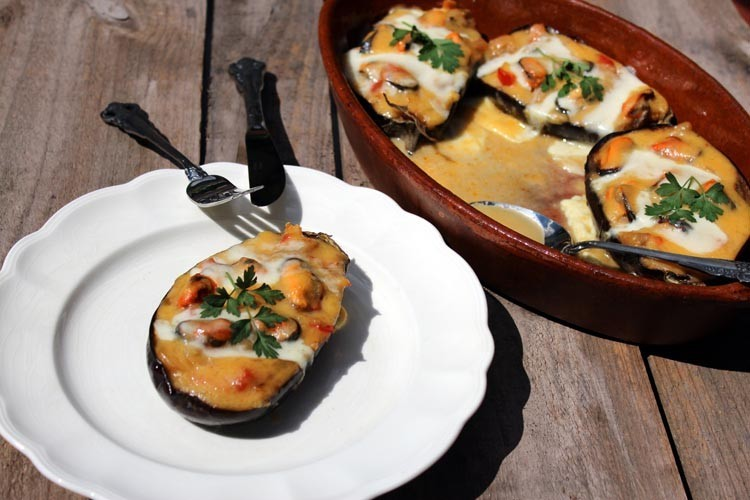 eggplants stuffed with vegetables and mussels