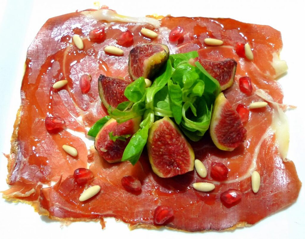 Navidul ham with canon salad, figs and pine nuts 1