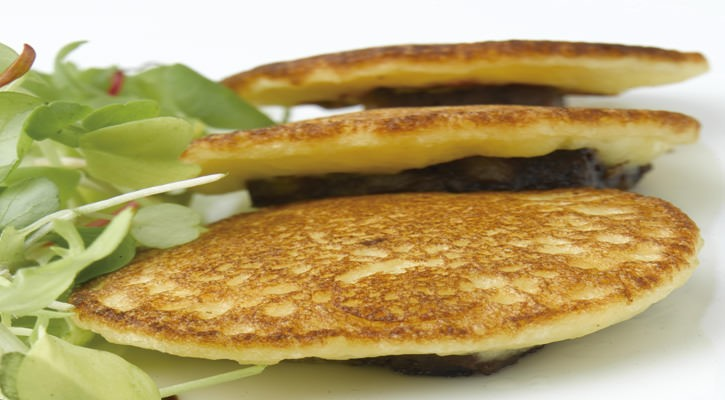 Potato pancakes, black sausage and onions - Gastroactitud.  Passion for food