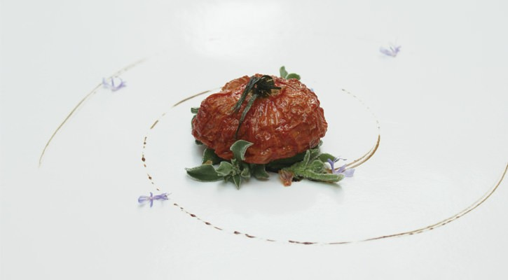 Raisin tomatoes, dew herb, juniper oil, tomato juice and rosemary flower - Gastroactitud.  Passion for food