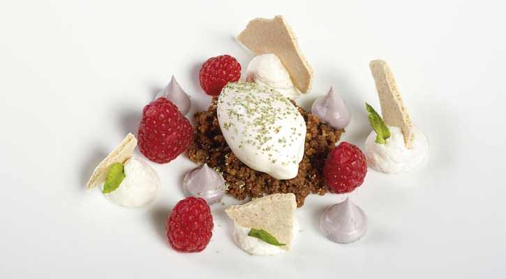 Raspberries, chantilly and mint - Gastroactitud.  Passion for food