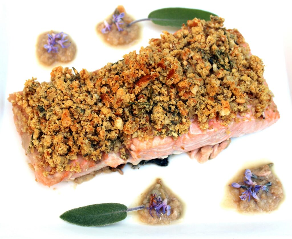 salmon with bread crust and nuts