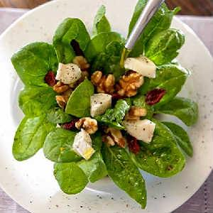 Salad of spinach, walnuts and cheese - Gastroactitud.  Passion for food