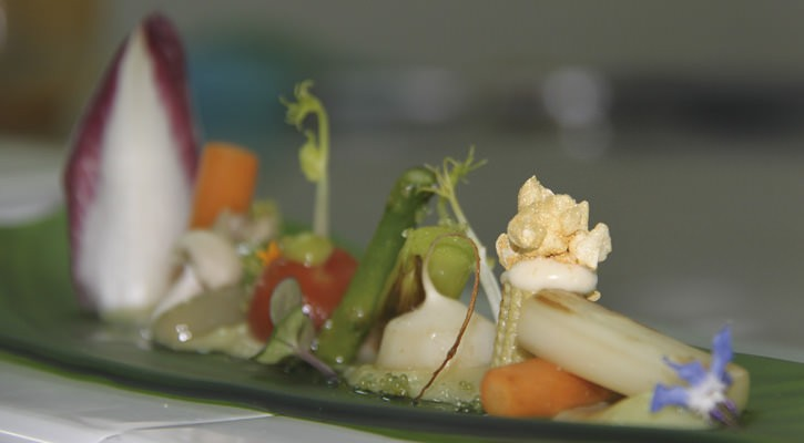 Sauteed vegetables with Pil Pil de Bacalao - Gastroactitud.  Passion for food