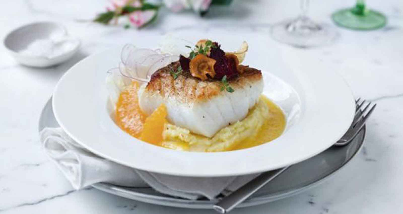 Skrei in a pan with orange sauce and mashed potatoes - Gastroactitud.  Passion for food