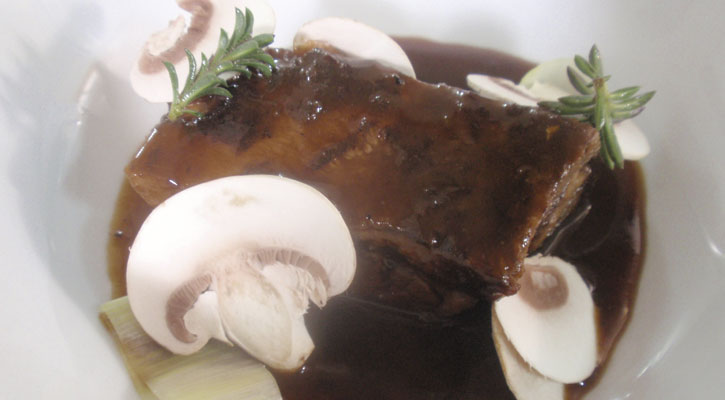 Stewed beef cheek with red wine and mushrooms - Gastroactitud.  Passion for food