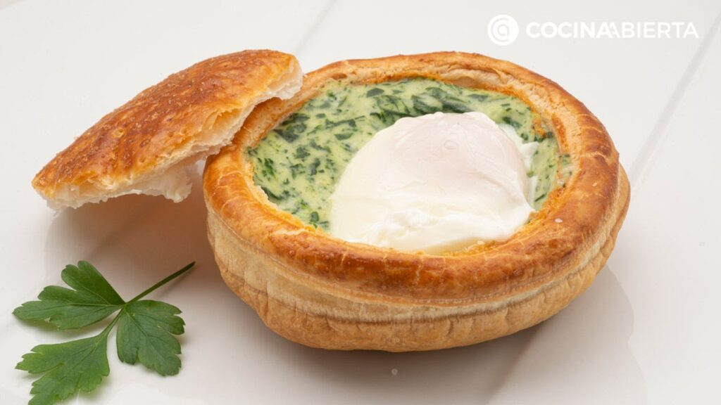 Eggs with cheese and spinach béchamel - Recipe by Carlos Arginiano in Open Kitchen - Hogarmania