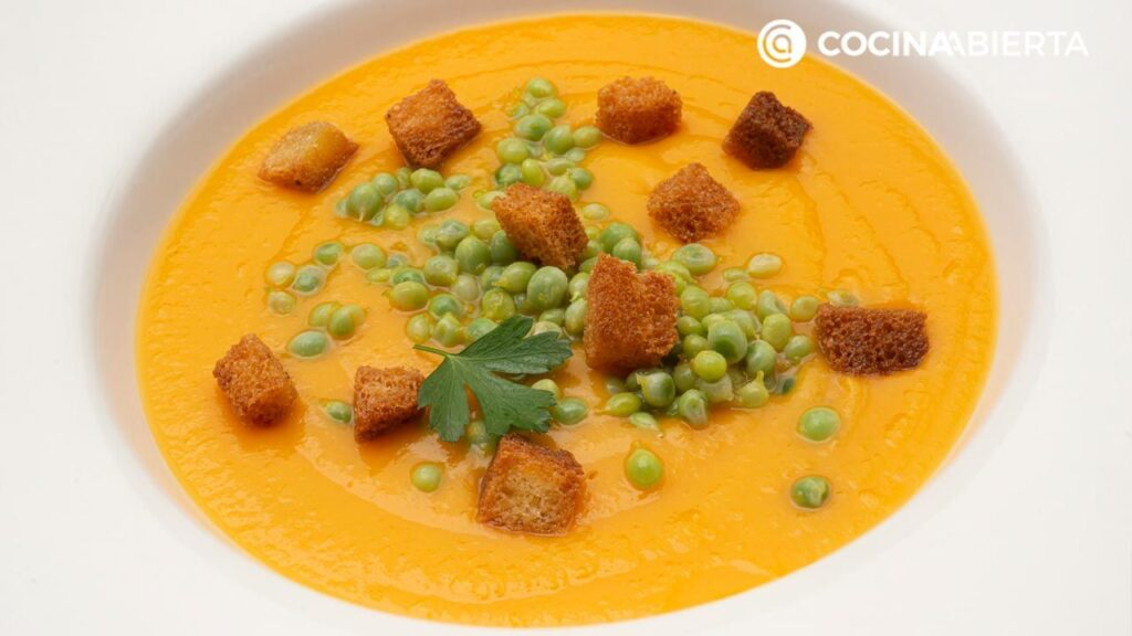 Cream of sweet potatoes and apples with peas Arguiñano