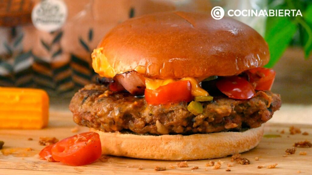 Hamburger with minced meat and mushrooms  Open kitchen