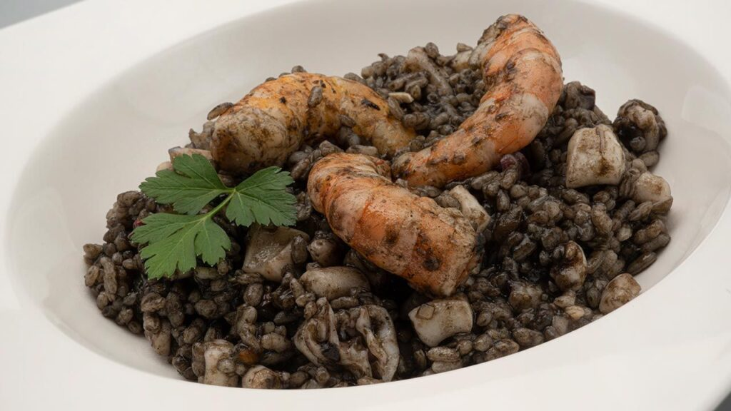 Black rice with squid and shrimp - Recipe by Carlos Arginiano in Open Kitchen - Hogarmania