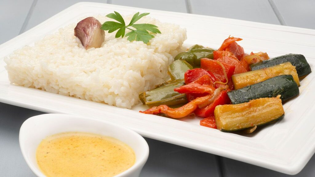 Recipe for white rice with curry vegetables - Karlos Arguiñano