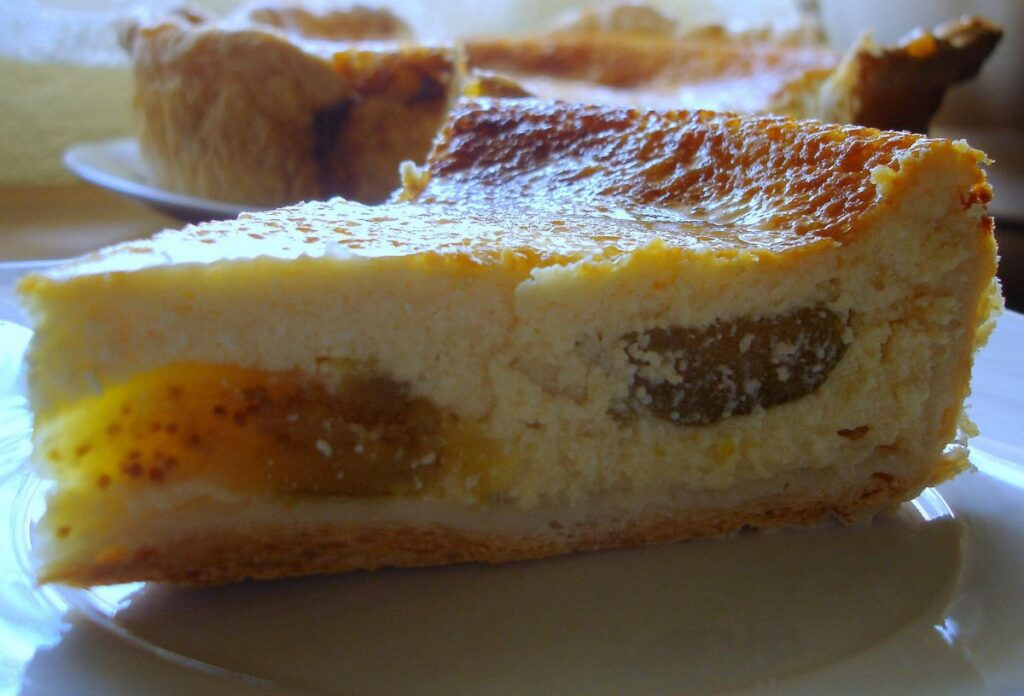 Cake with cottage cheese and figs