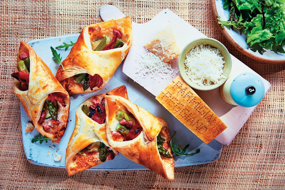 Bites of Parmigiano Reggiano, roasted pepper and bacon - Gastroactitud.  Passion for food