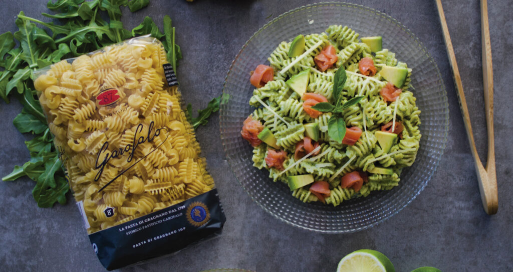 Pesto salad with rockets and pasta - Gastroactitud.  Passion for food
