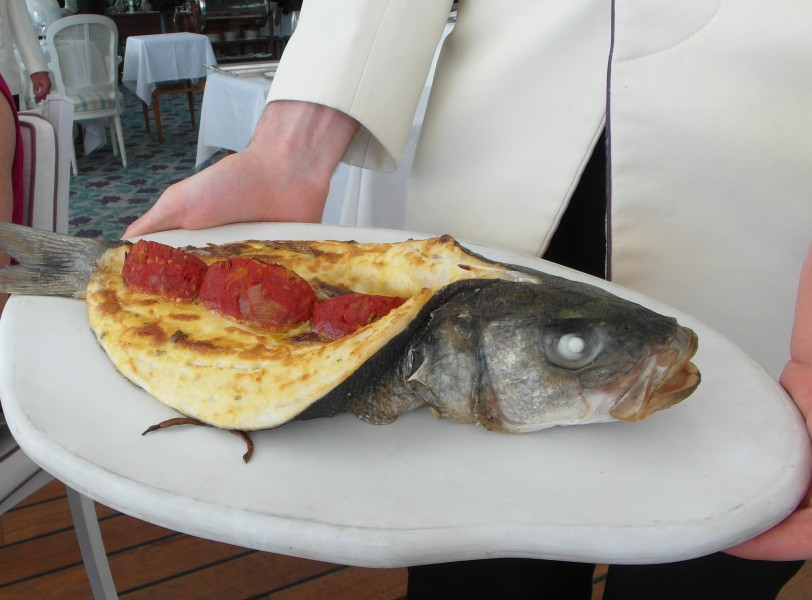 "Luncheon : Sea bream grilled ""en portefeuille"" with mousseline and tomates a la provencale"