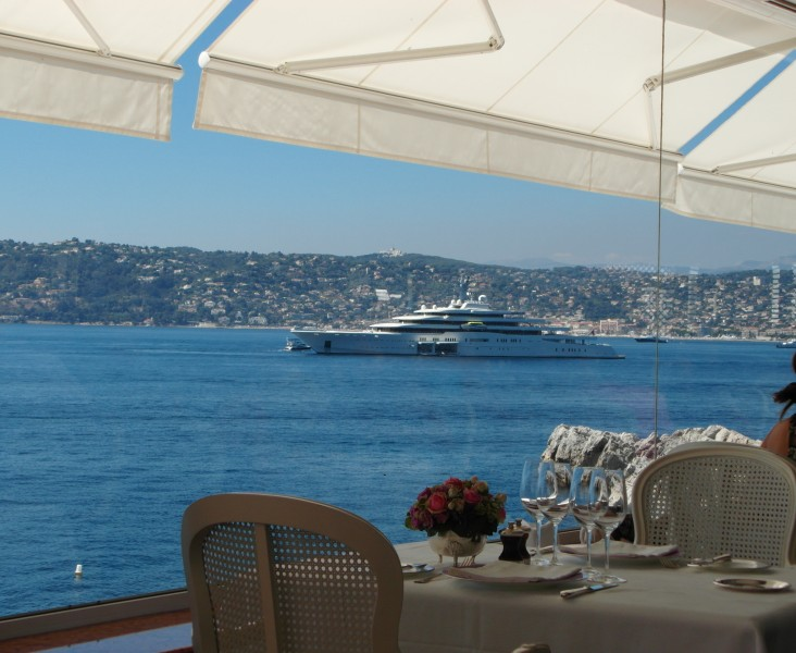 Antibes : A mega yacht outside the Hotel Cap Eden Roc restaurant in Cap d'Antibes