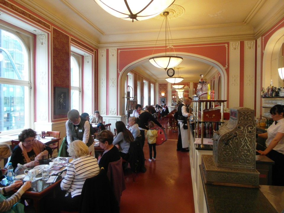 Prague Cafes : Cafe Louvre