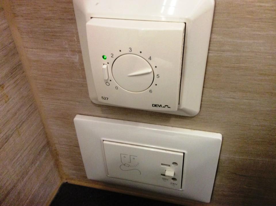 bathroom variable floor heating control and razor plug