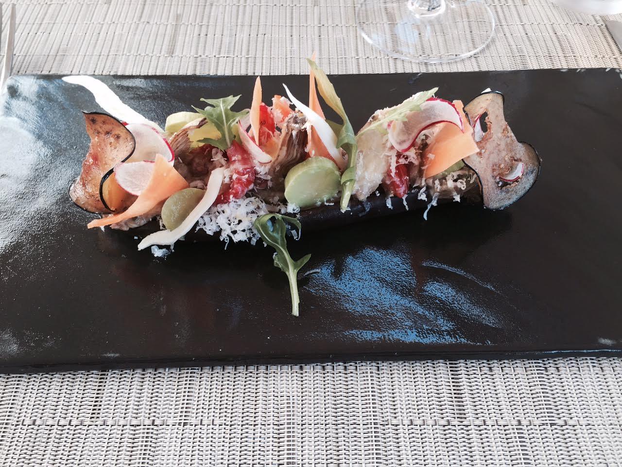 Aubergine de la Riviera, fraicheur de legumes acidules au vinaigre, miel et citron