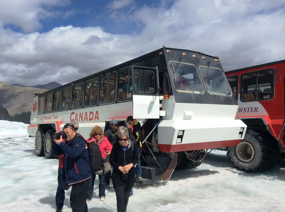 Rocky Mountaineer : Ice Explorer unloading tourists onto Athabaska Glacier