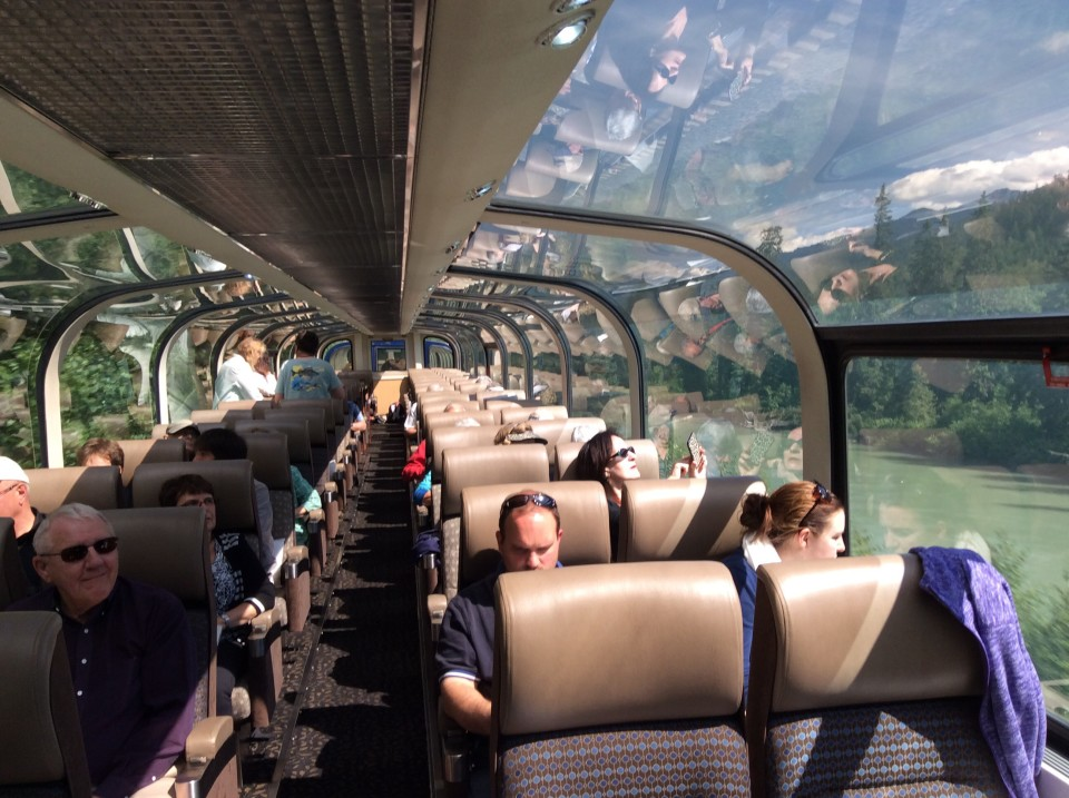 Rocky Mountaineer: Sightseeing deck of Gold Leaf Service dome coach