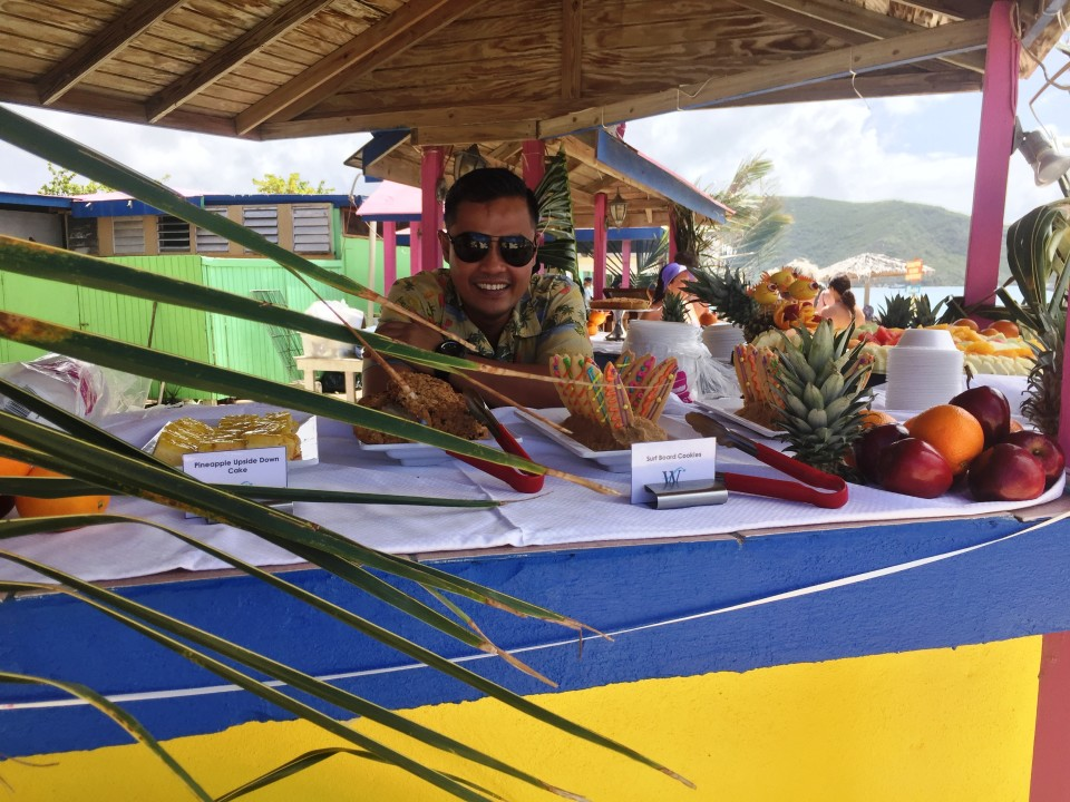 Yacht Cruising the Caribbean in luxury with Windstar Cruises : Tropical buffet on Prickley Pear Island