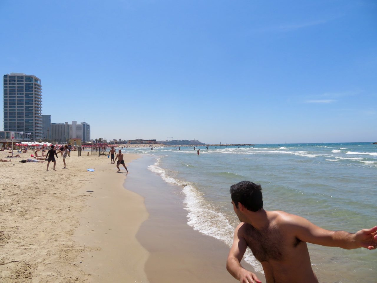 Tel Aviv Beach : Frisbee on the beach !