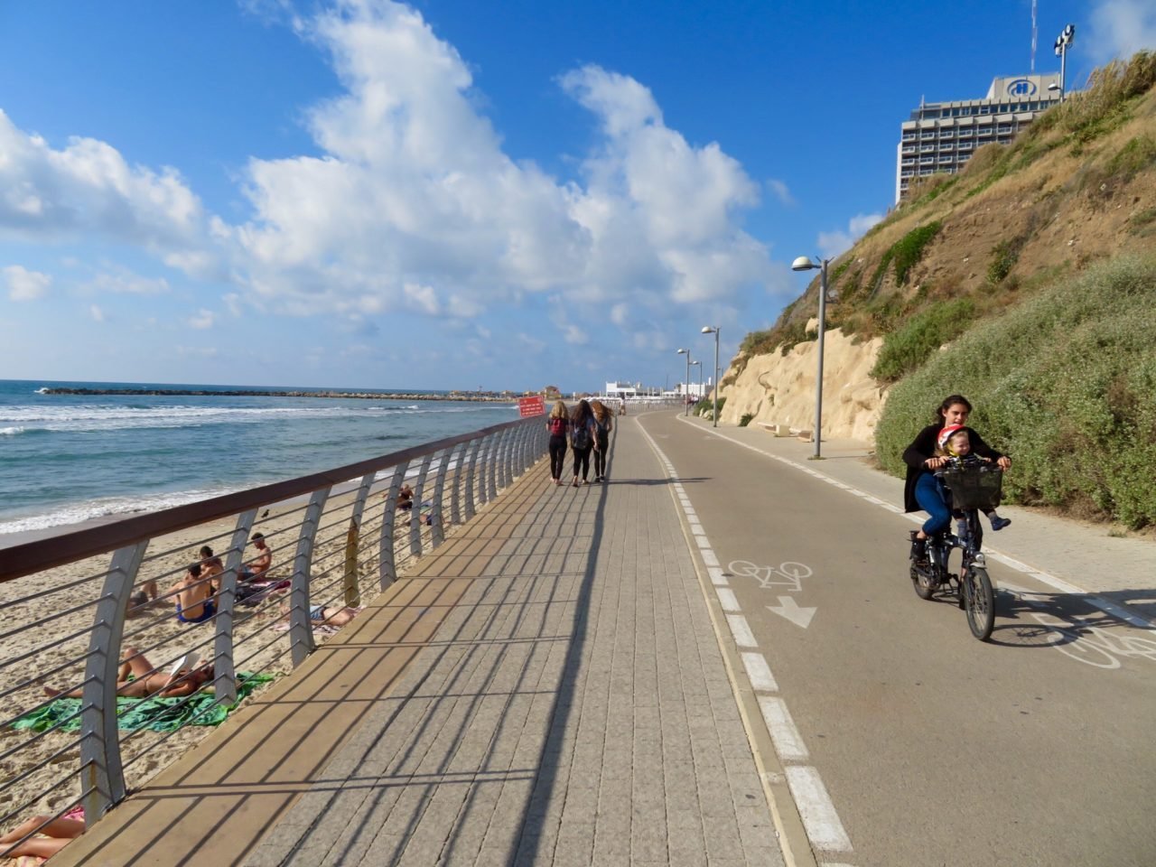 Tel Aviv Beach : The Promenade in front of Surfer's Beach