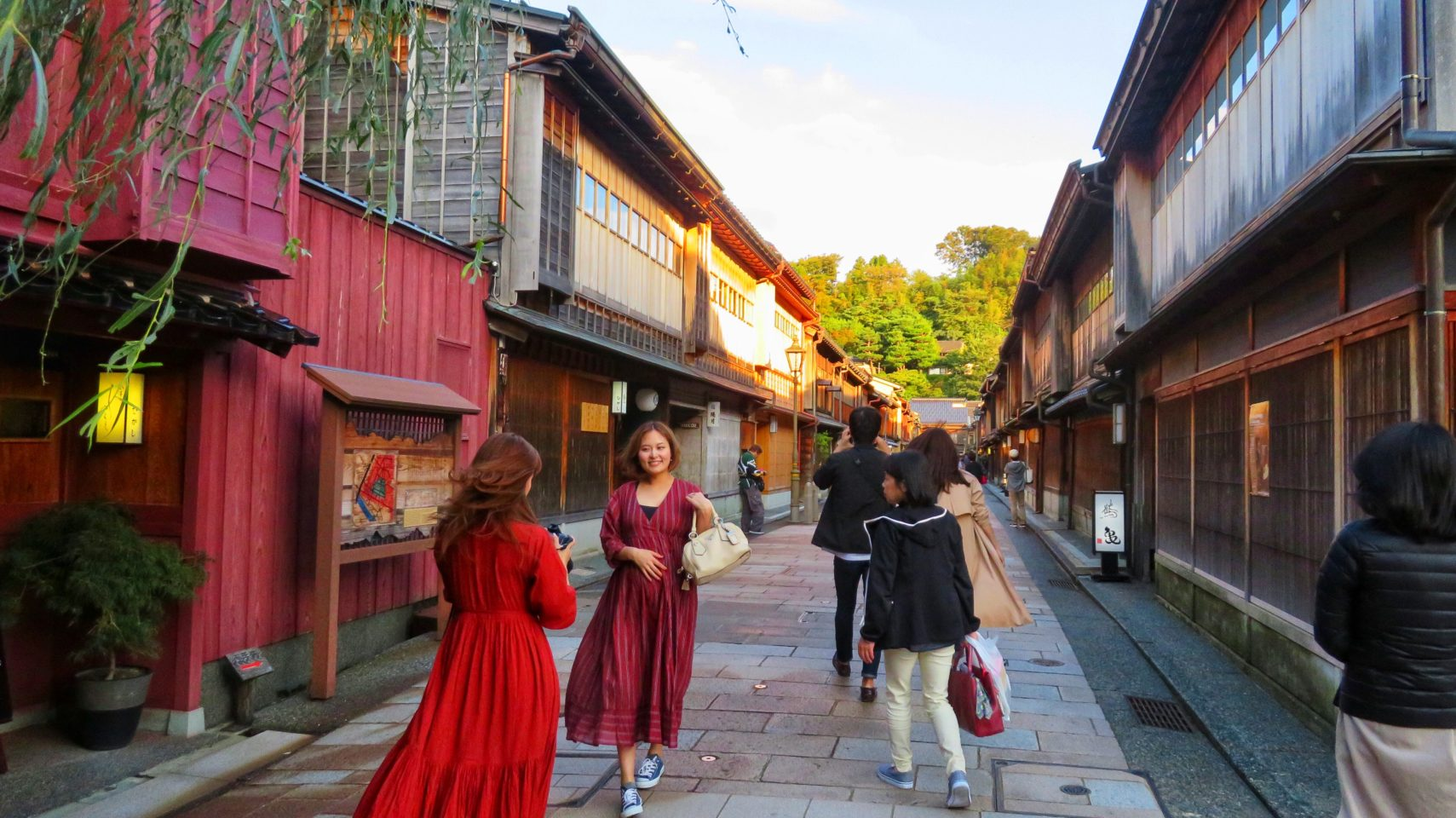 Japan Favorite Experiences ~ Strolling the well preserved Samurai and Geisha districts in Kanazawa