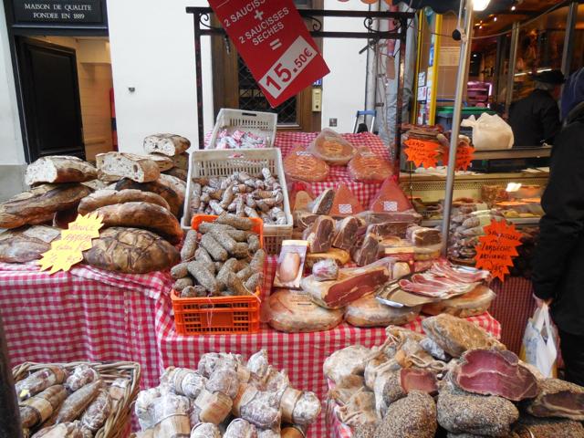 market near hotel louissane