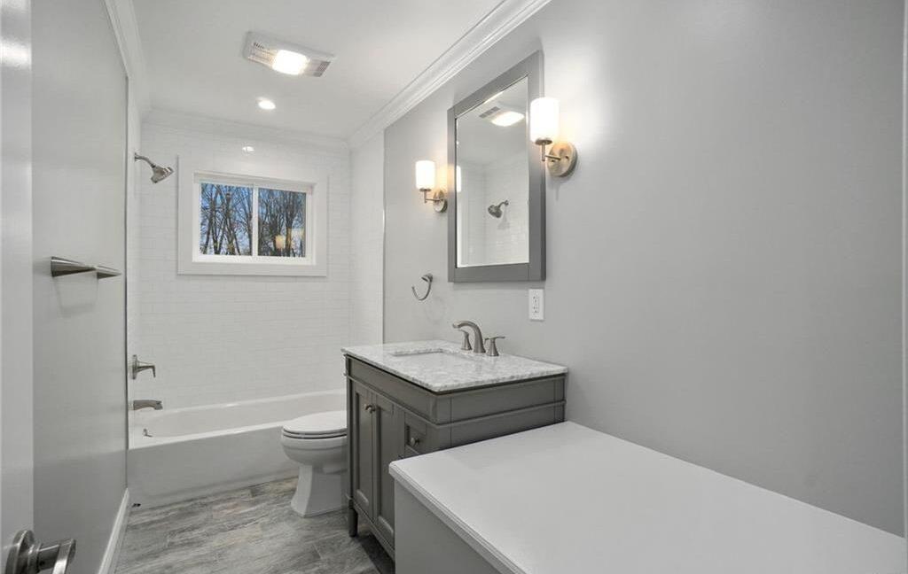 11 Bath Upstairs