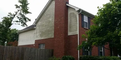 A house in need of pressure washing in Franklin, TN