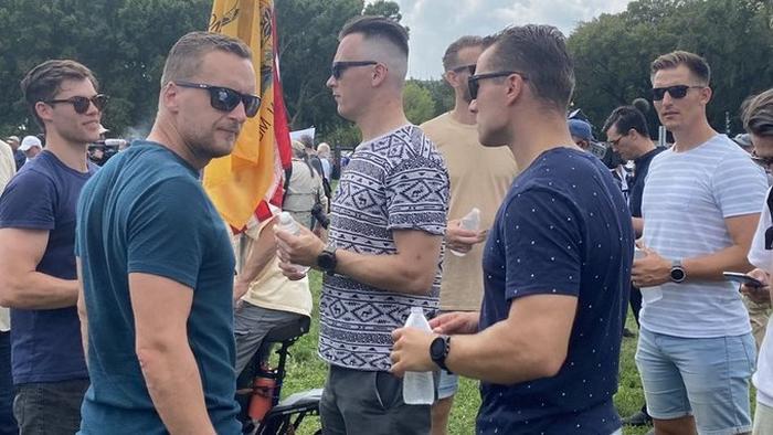 Organiser les patriotes face aux informateurs du gouvernement et aux opérations sous faux drapeaux