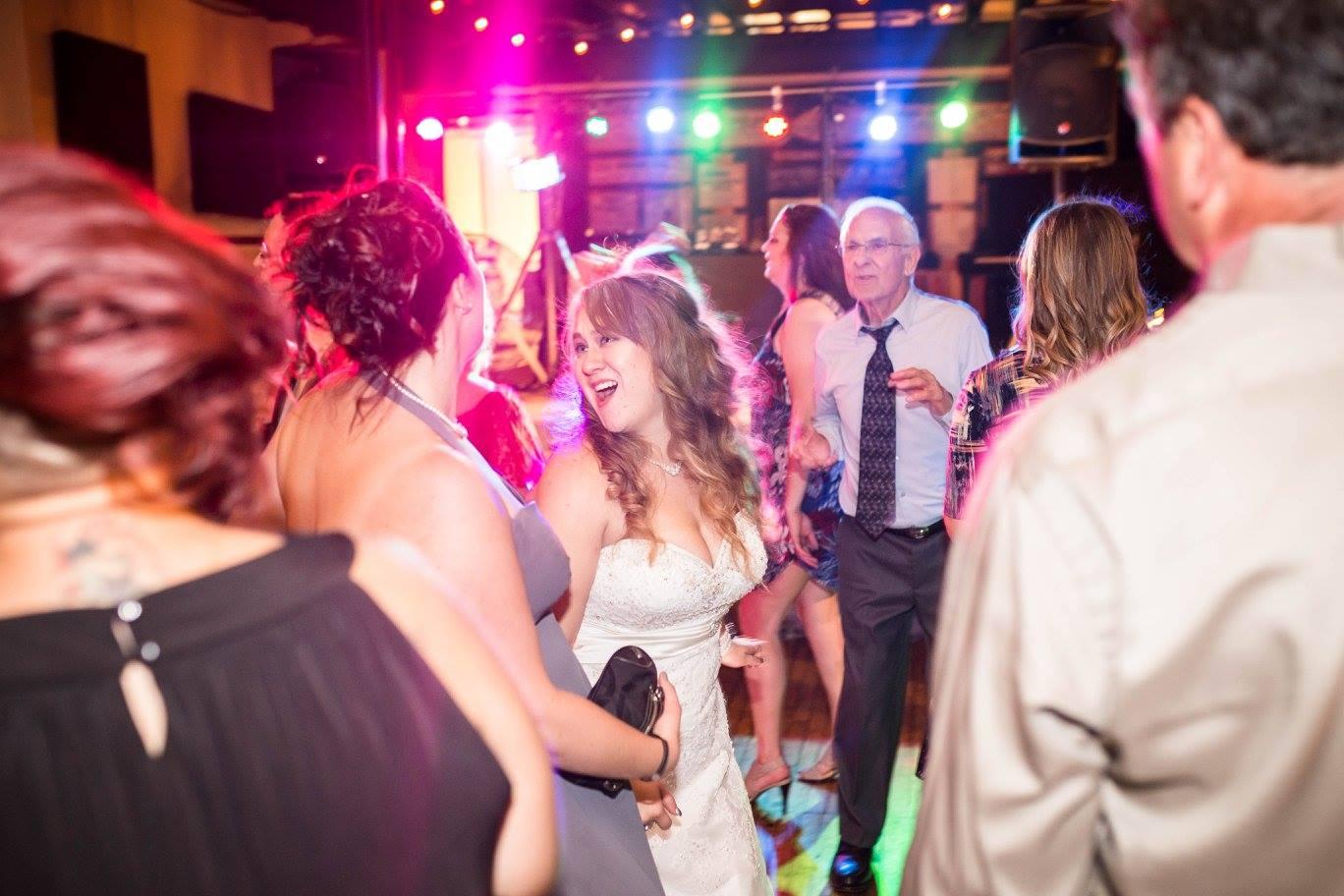 Wedding DJ Prices in Milwaukee - Affordable Wedding DJ in Milwaukee