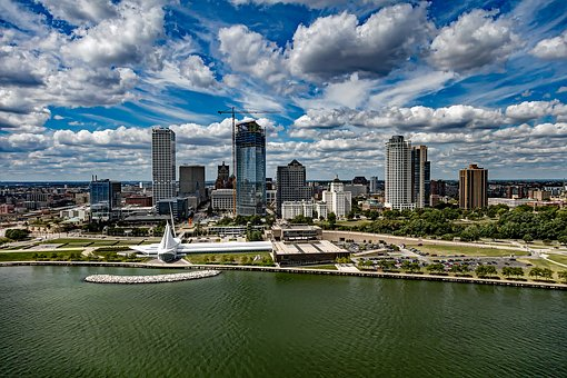 Milwaukee wedding dj service, milwaukee skyline