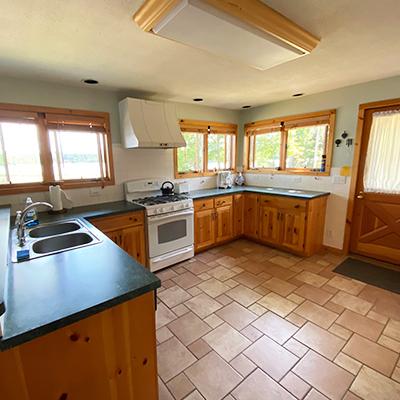 Locke-Harbor-Lodge-Kitchen