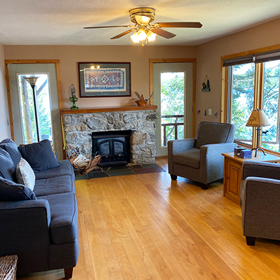 Locke-Harbor-Lodge-Living-Area