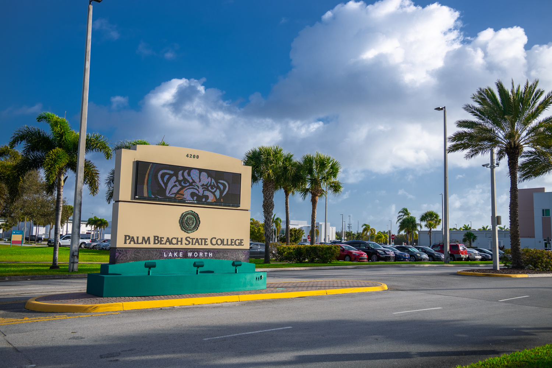Palm Beach State College Lake Worth Sign