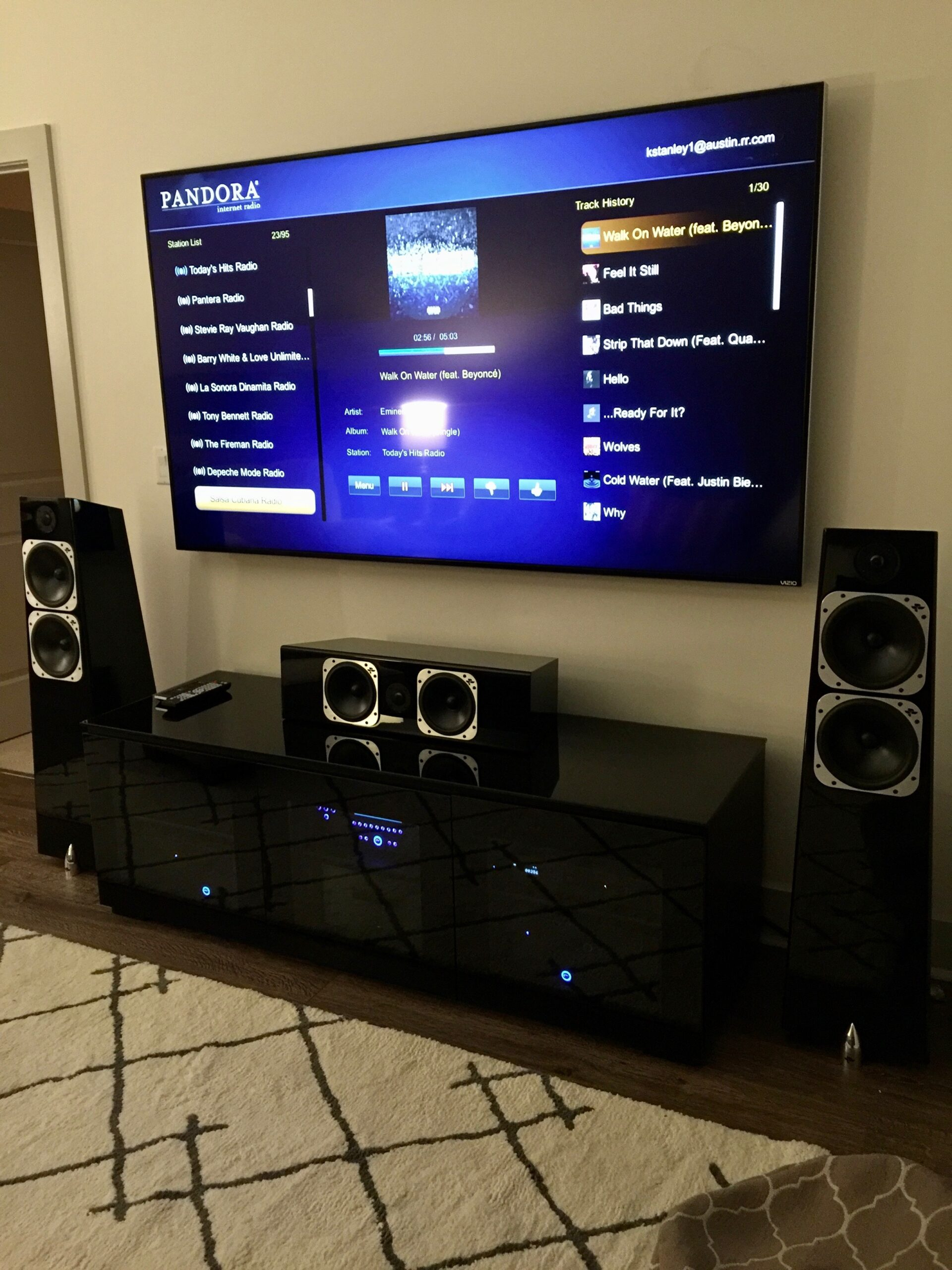 Home media room loudspeakers sound system and Smart TV wall mount