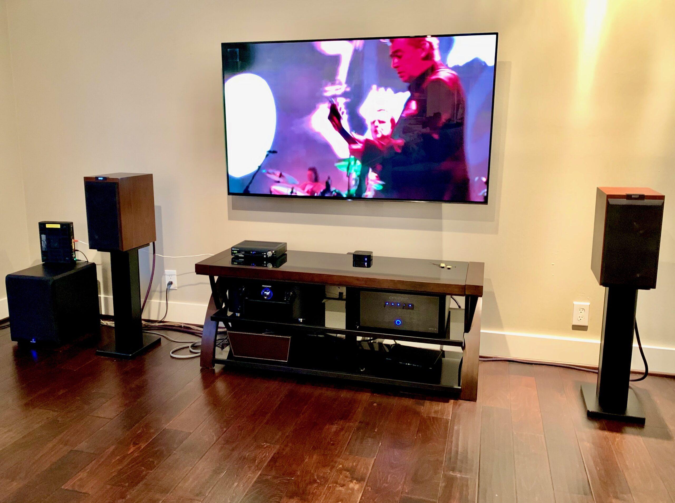 Samsung Framed TV and loudspeaker audio system