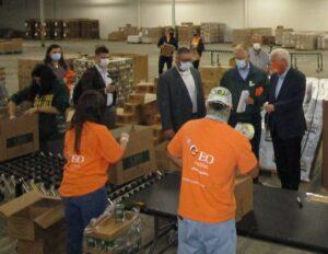 Volunteers help end hunger at Weinberg Food Bank