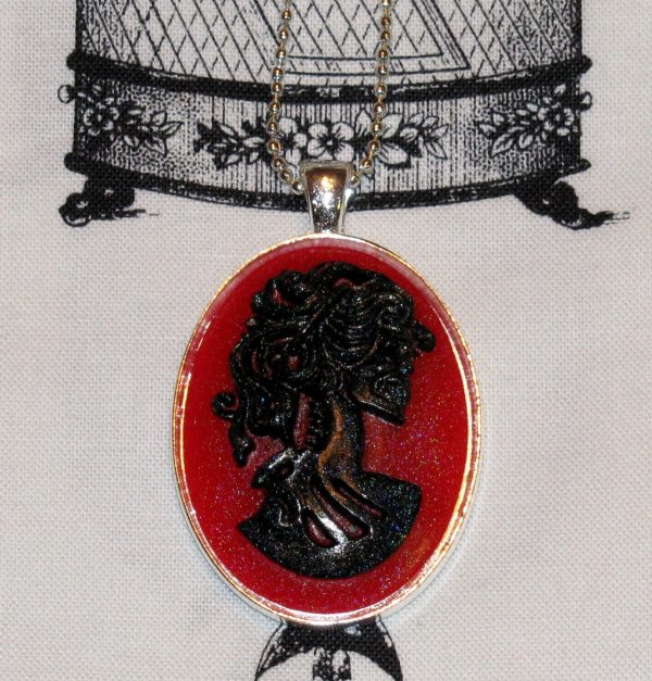 VICTORIAN LADY SKELETON CAMEO NECKLACE - BLACK