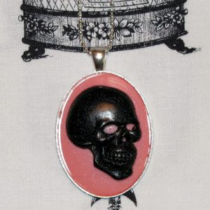 SKULL CAMEO NECKLACE - BLACK/PINK