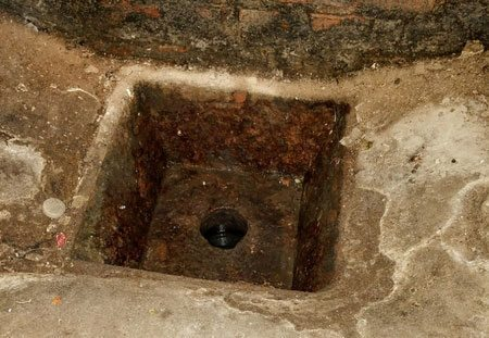 rat entry in open floor drain Lakewood, OH.